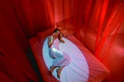 Mutsugoto: Formado por câmeras, luzes artificiais e computadores, a ferramenta possibilita ao casal desenhar fachos de luz sobre os corpos ou camas dos parceiros que estão longe. O casal usa anéis ativados pelo toque e captados por uma câmera. Os movimentos são transmitidos simultaneamente.